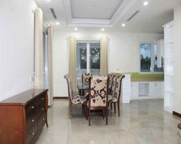 Cho thuê biệt thự song lập Vinhomes Riverside đầy đủ nội thất giá mềm 3