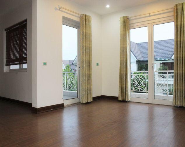 Cho thuê biệt thự song lập Vinhomes Riverside đầy đủ nội thất giá mềm 9